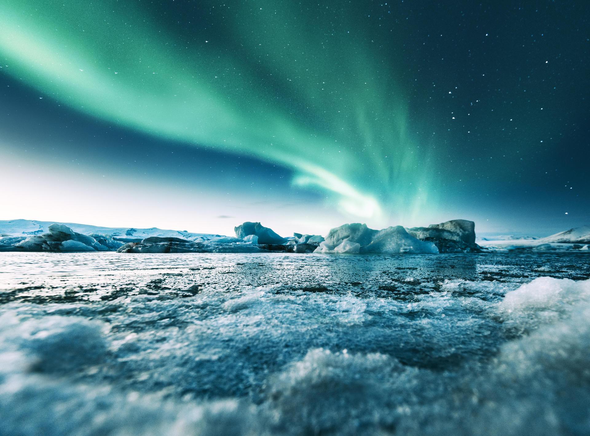 isfjell og nordlys